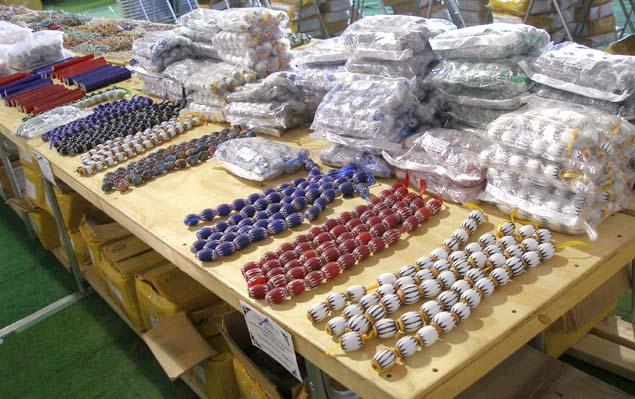 市場に並ぶ大量の中国製シェブロン