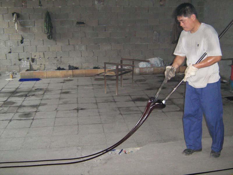 シェブロンを作る中国人職人